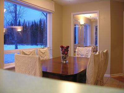 ELKHORN MOUNTAIN RANCH: Dinning room table with beautiful mountain views