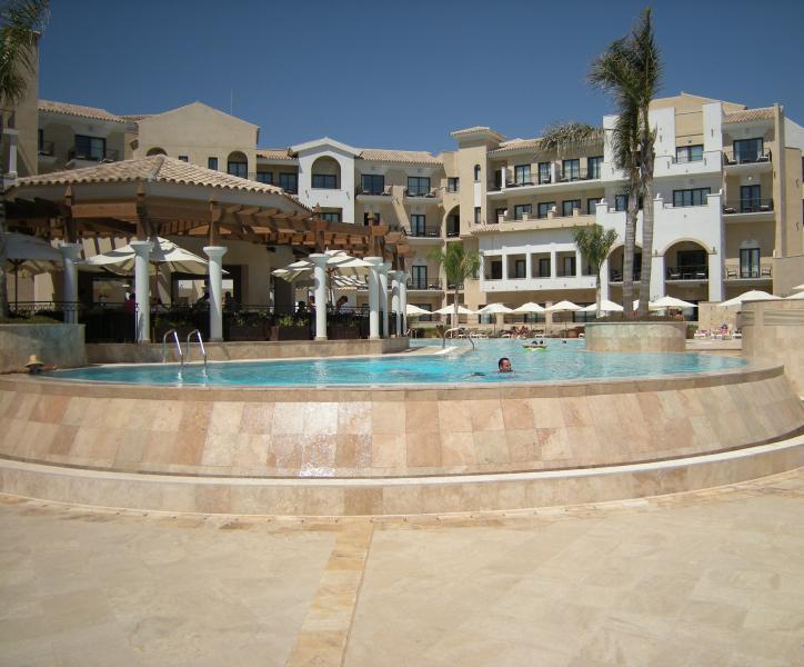 La piscine à la voisine La Torre Golf Resort