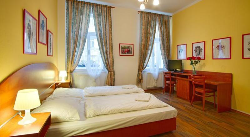 Cozy Apartment for 2 persons in center of Prague, holiday rental in Zdiby