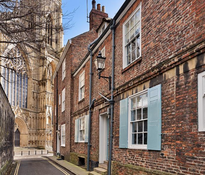 Outstanding 18th C. townhouse next to York Minster, holiday rental in York
