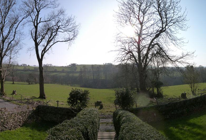 The cottage enjoys lovely countryside views. Close to mountains & coast
