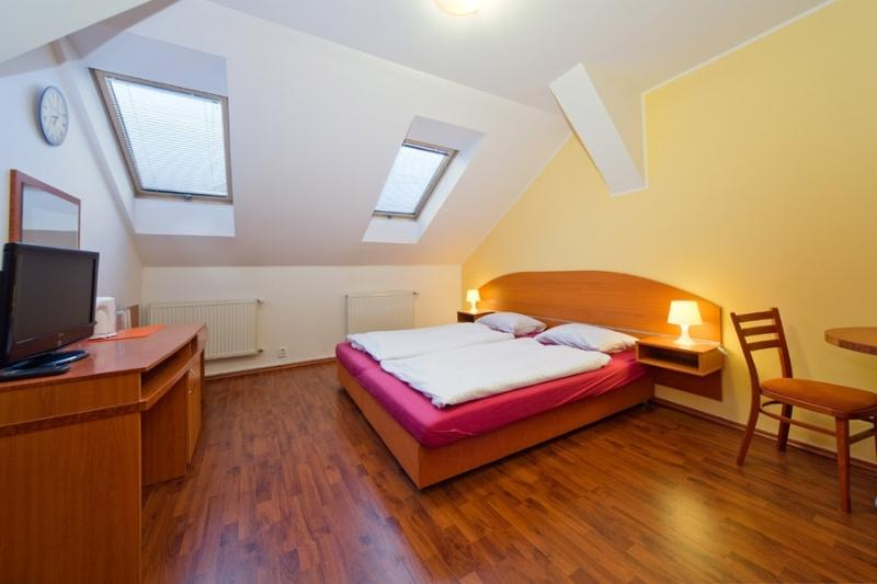 Modern cozy room in centre, holiday rental in Roztoky