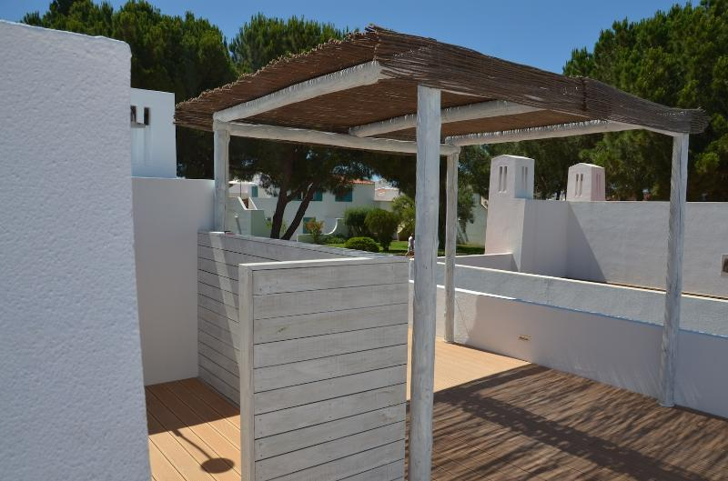 Rooftop solarium with shower