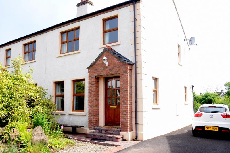 Bushmills Holiday Cottage with Golf Nearby, holiday rental in County Antrim