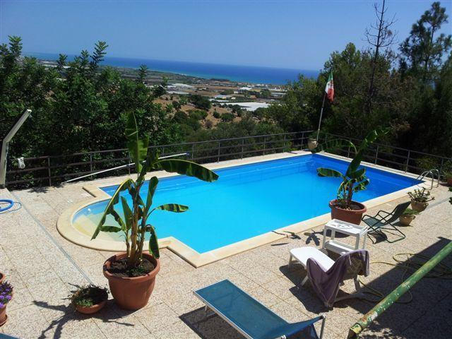 villa con piscina panoramica (acqua salata), location de vacances à Ragusa
