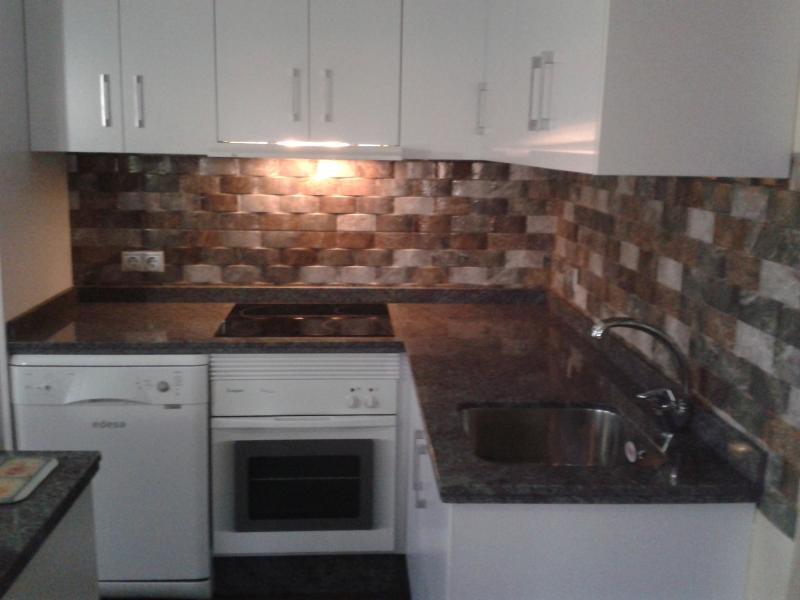Fully Fitted kitchen with all modern appliances.