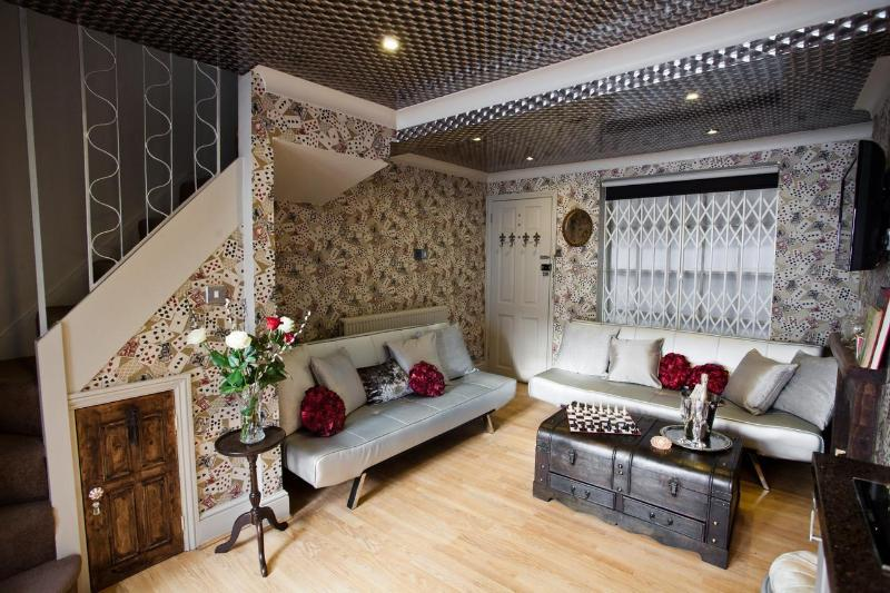 Looking Glass Cottage, casa vacanza a Brighton and Hove
