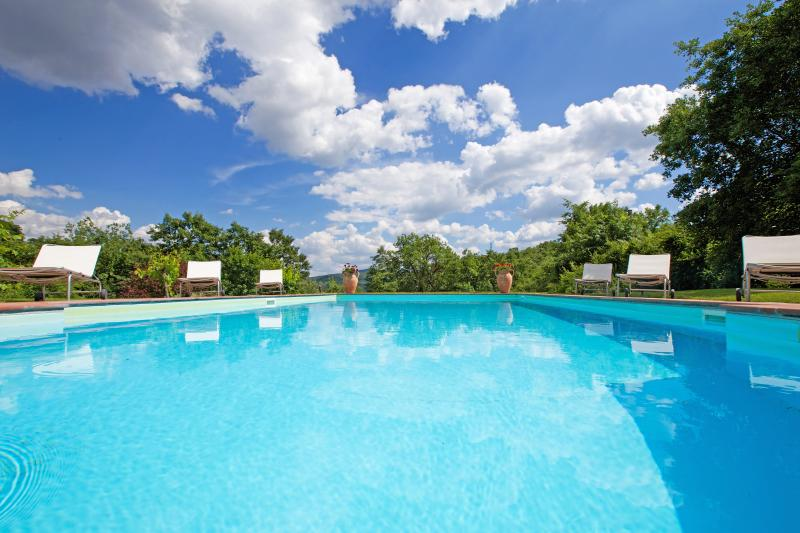 Private Pool with view on Tiber River Natural Park