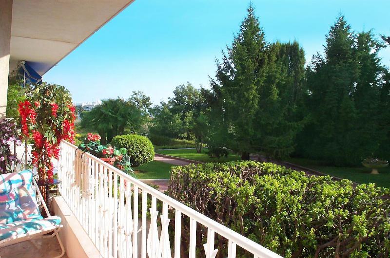 Vue du balcon-terrasse donnant au sud de la Méditerranée à 400m de distance