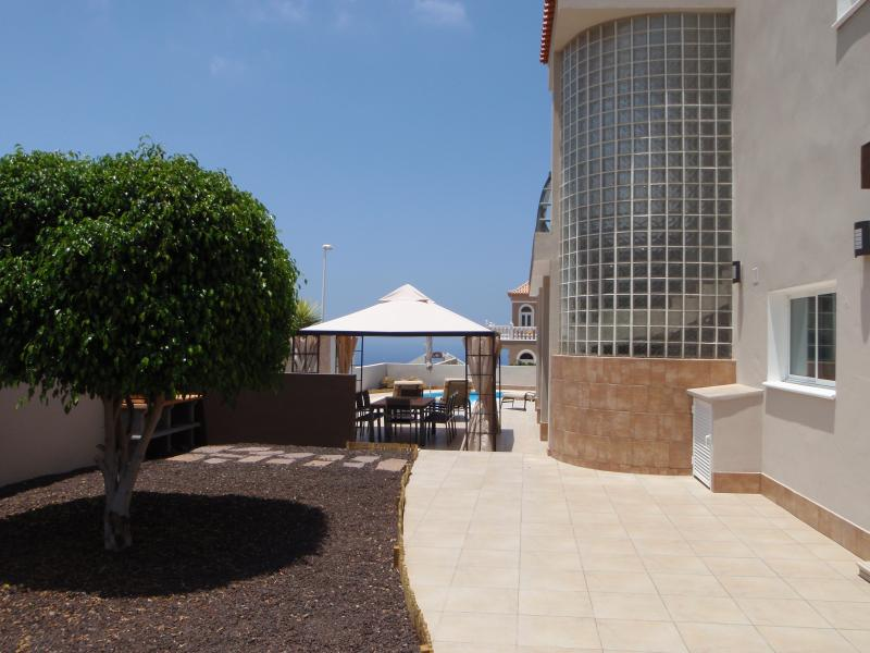 Large surround terrace areas.