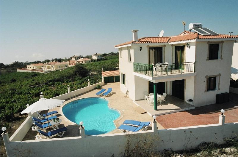 Kathikas Breeze villas (Vaggelis, Froso, Filaktis) - Coral Bay Area, holiday rental in Pano Arodes