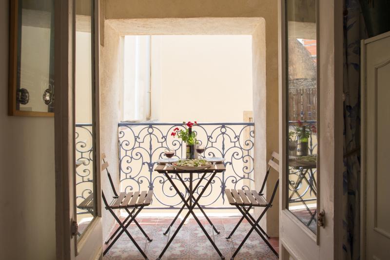 Maison des Fleurs, Thezan des Corbieres, Languedoc, vacation rental in Thezan-des-Corbieres