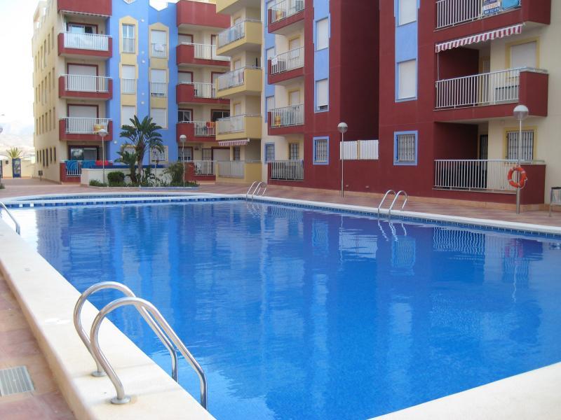 Grande piscina con separare la zona dei bambini - voglia di una nuotata?