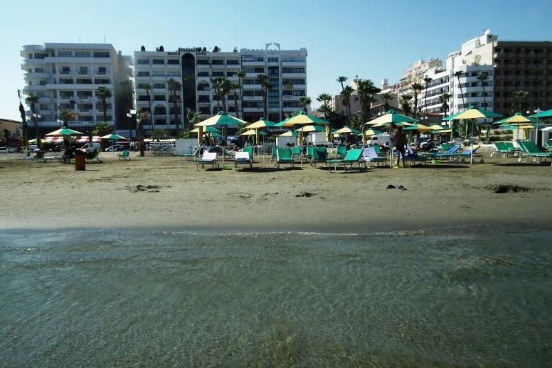 Sunorama waterfront apartment on Finikoudes beach, holiday rental in Larnaca
