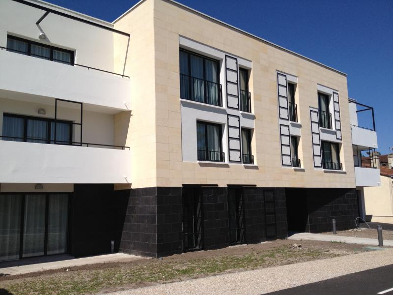 Le 126 T1, holiday rental in Saint-Louis-De-Montferrand