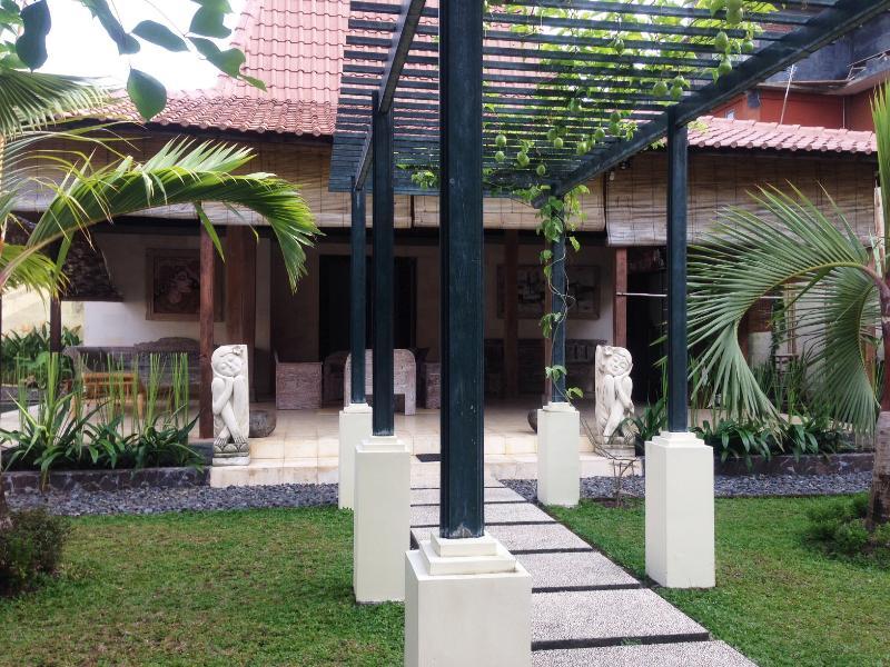 Joglo Villa - 400sqm Villa as your perfect Long Stay Hut!