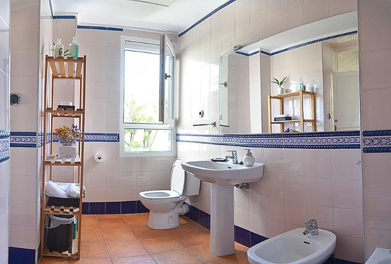 Bathroom wit natural ligt