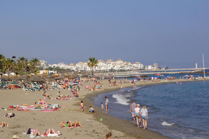 Beach along the strand promenade to Puerto Banus