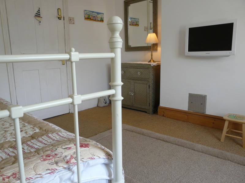 The Snug - Bedroom 1