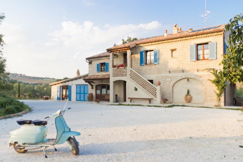 Borgo la Rovere: app. LE ROSE, holiday rental in Mondavio