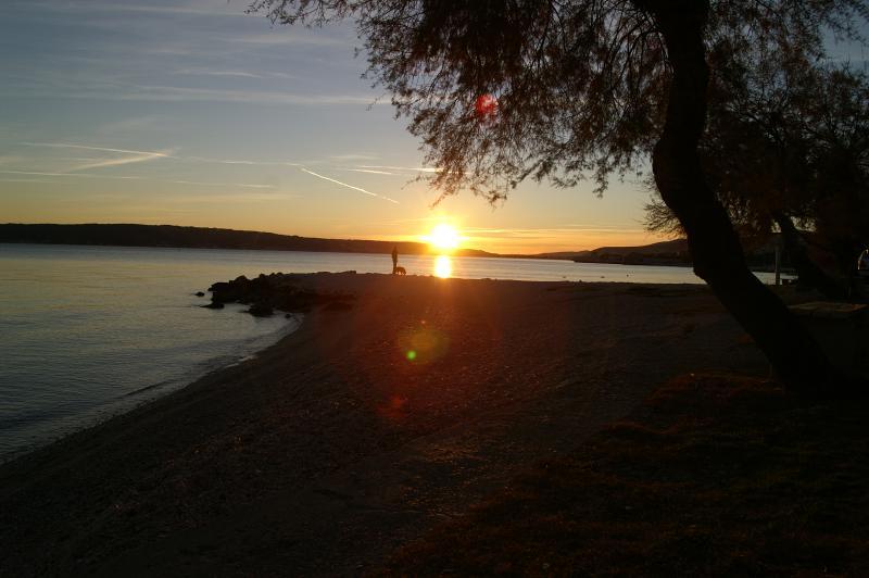 Zonsondergang over de Adriatische Zee - een scène van een strand op slechts 100 meter van uw appartement