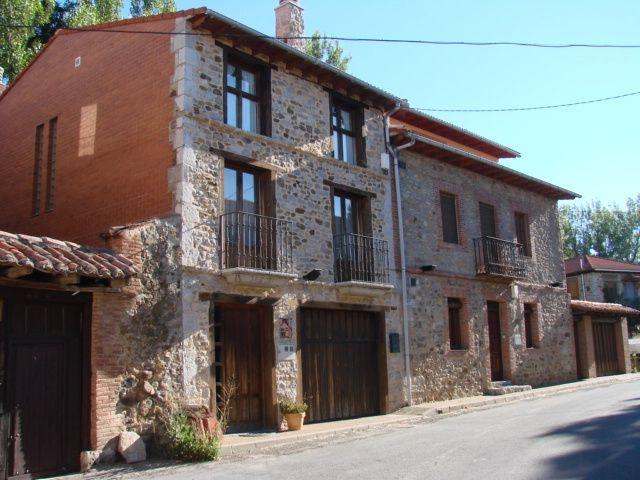 Casa Rural La Oca I y II, holiday rental in Buiza