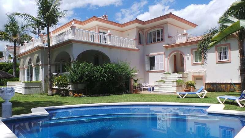 Luxury private Villa surrounded by secluded mediteranean garden 2 mins from the beach