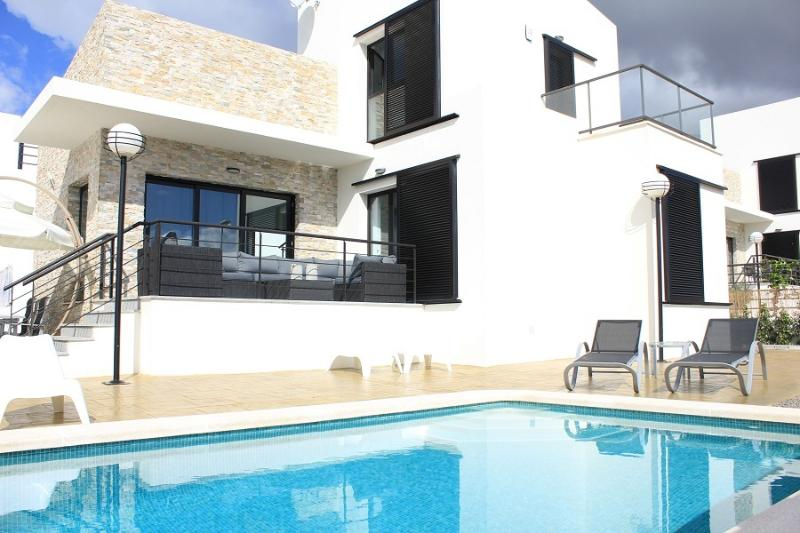 Casa Calida villa 5 bedr 3 bathr in a quiet area with private pool, vacation rental in Polop