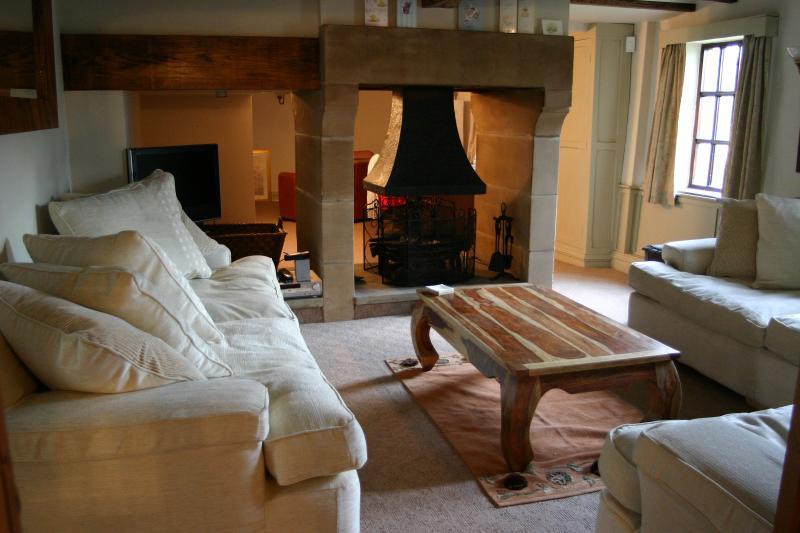 The Main Lounge 2
