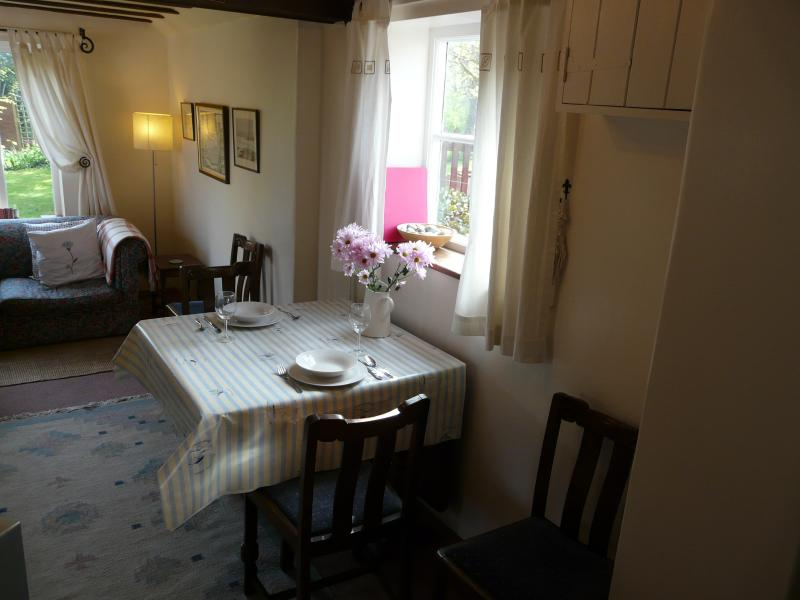 Cosy dining area for 4 for dining in after a long day at Minsmere, Southwold or the beach!