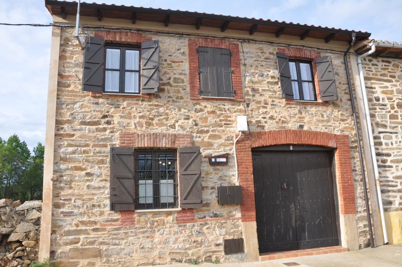 La Ponteja; casa de piedra en el valle del Duerna, holiday rental in Santa Colomba de Somoza