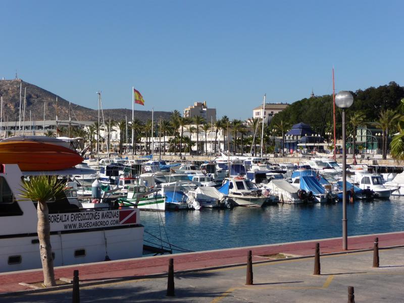 Buchen Sie für einen unvergesslichen Abend, Abendessen auf der umgebauten Schiff-Restaurant in Cartegena marina