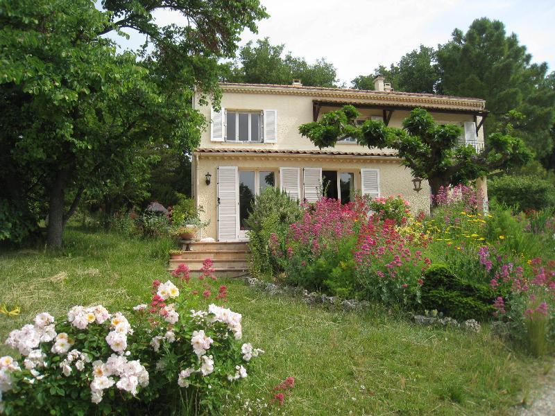Villa ,piscine, 4 chambres, holiday rental in Malataverne
