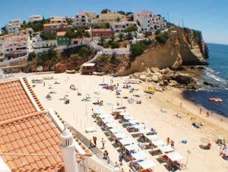The sandy beach at Carvoeiro