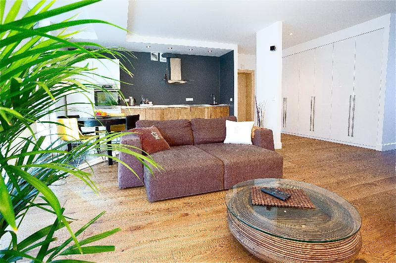 Deluxe 1BR Apartment with Balcony-Central Vilnius, vacation rental in Lithuania