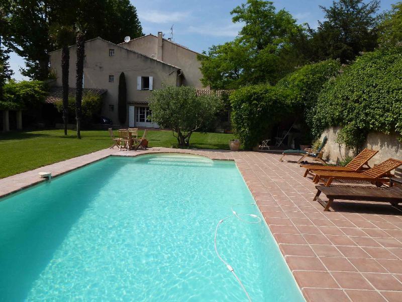 Grande Maison de Charme avec Piscine en Pays d, holiday rental in Pelissanne