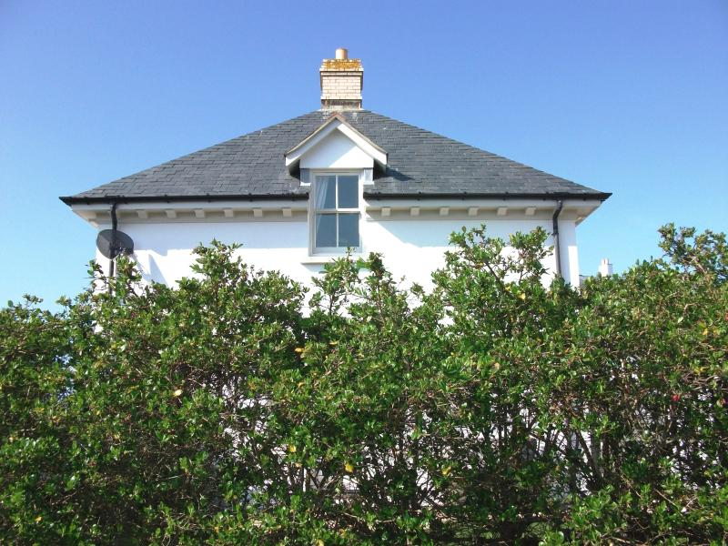 Pentire House on Fistral Beach - a Georgian lodge house & south-facing garden, vacation rental in Newquay