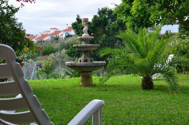 Jardín privado con vista al mar