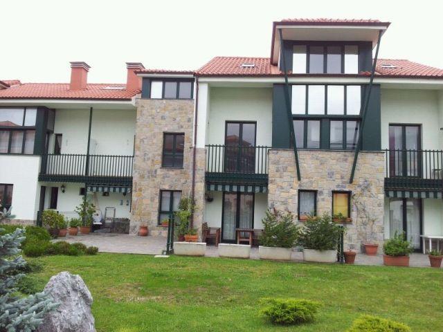 Apartamento totalmente equipado con amplia terraza, holiday rental in Nueva de Llanes