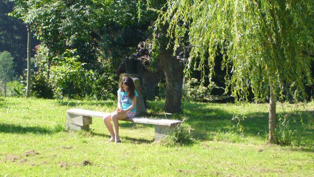 meditando o jugando con una mariposa?