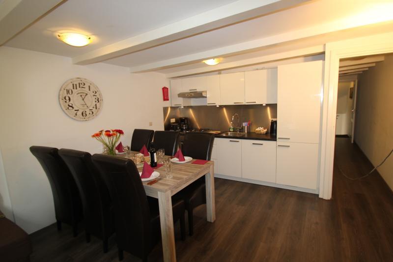 cucina aperta e zona pranzo