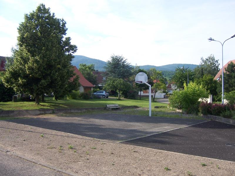 Depuis la place de jeu avec vue sur les Vosges