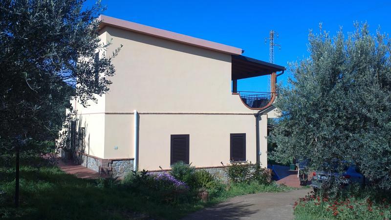Acquedolci 1° piano con terrazzo vista mare, holiday rental in San Filippo del Mela
