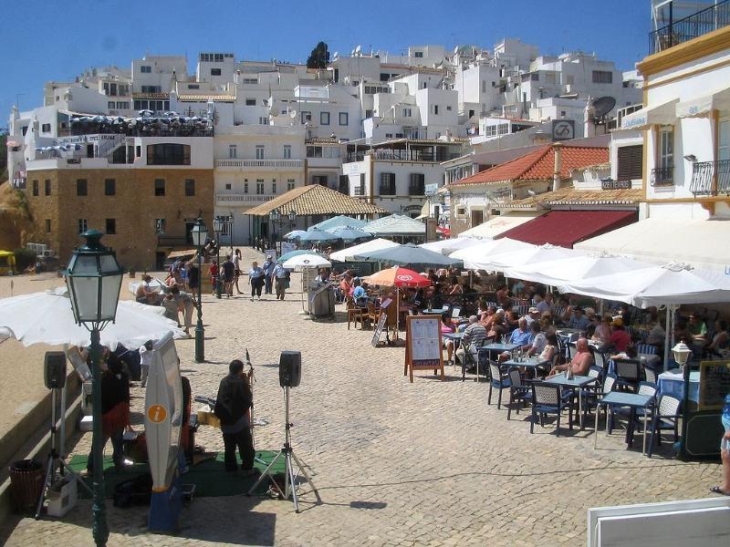 Fishermans beach busy bars restaurants sea front 5 min walk