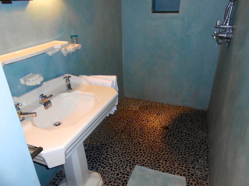 salle de douche chambre turquoise