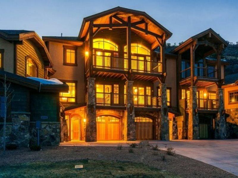 Tasteful Fairway Villa Ski Residence