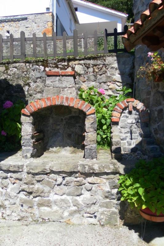 Terraza, parrilla y fuente