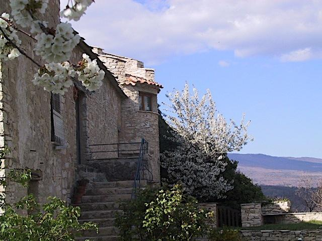 Gite Galileo Get Lost in Provence, vacation rental in Alpes-de-Haute-Provence