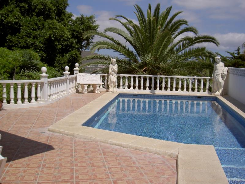 Lovely detached villa, private pool, sea views. Jacuzzi bath, holiday rental in Los Cristianos