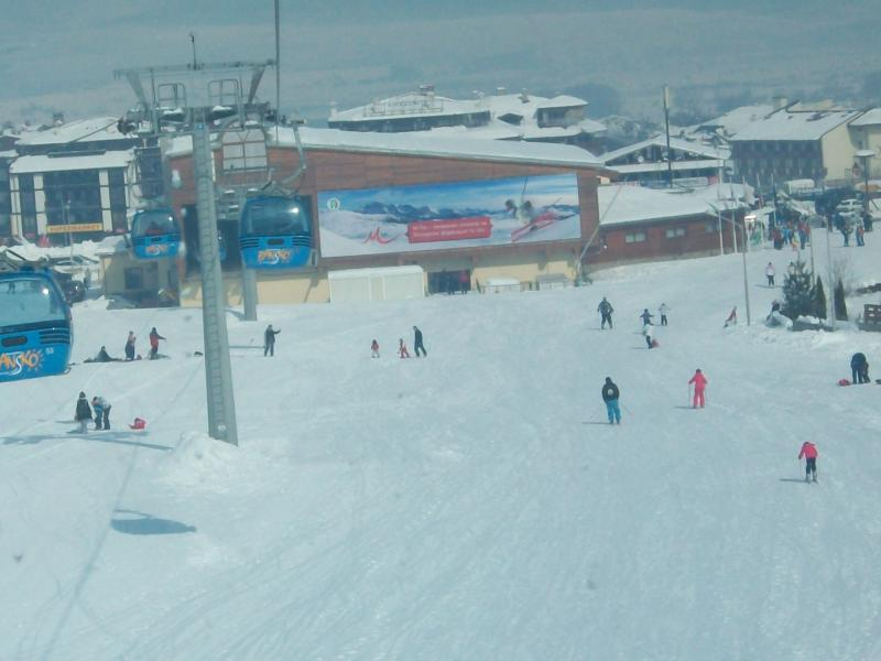 Skiing back to Gondola and ' Happy End Bar '